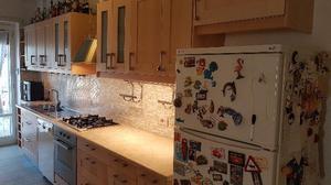 Cucina Anni 80 : Parte di cucina anni 80 in legno con piano in posot class