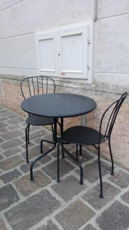 Tavolo e due sedie in ferro battuto