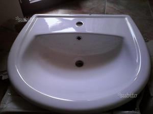 Lavabo in ceramica