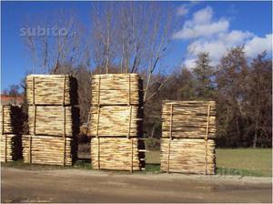 Pali in castagno per recinzione