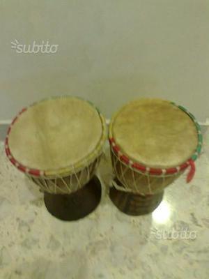 Nr. 2 bonghi djambè africani in legno intarsiato c