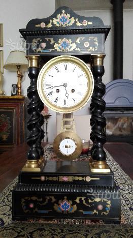 Antico orologio a pendolo a 4 colonne