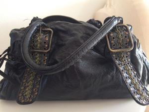 Offro borsa di pelle vera color nero usata in ottime