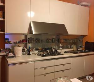Vendo cucina salvarani diva colore magnolia posot class - Vendo cucina angolare ...