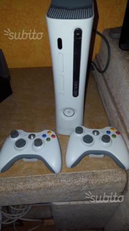 Xbox 360 più 2 controller più 3 giochi e kinect