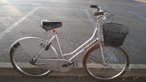 Bicicletta da donna vintage da 24 con cesto