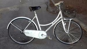 Bicicletta da donna vintage da 26 bianca con cesto