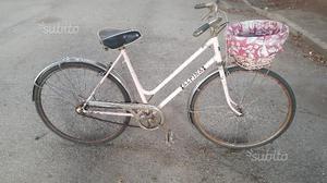 Bicicletta da donna vintage da 26 rosa con cesto