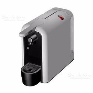 Macchina da caffè a capsule con 100 caffè
