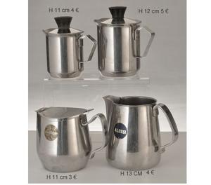 serie accessori in ceramica bianca e accessori in acciaio