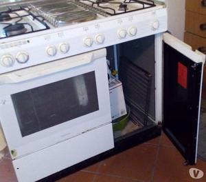 Cucina a gas metano con 4 fuochi 2 piastre forno posot class - Cucina a gas ariston ...