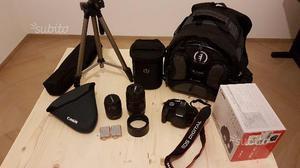Canon EOS 500 D con vari accessori