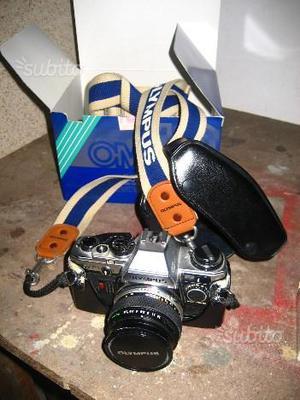 Macchina fotografica Olympus OM 10