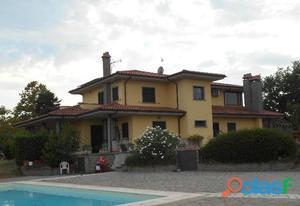 Villa monofamiliare con piscina