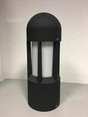 Lampada da esterno alta 185 cm posot class for Iguzzini esterno