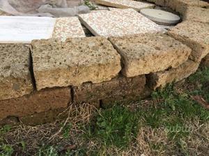 Mattoni di tufo e in cemento e ghiaia 50x50