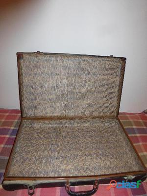 vendo vecchia valigia in cartone