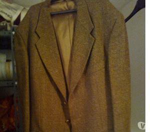diversi tipi di giacche e diversi colori