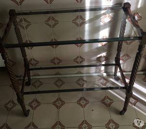 Carrellino in legno con due ripiani in vetro