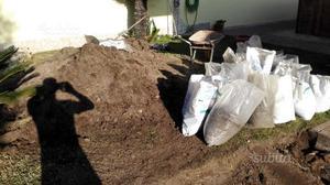 Terra per giardino comune nascosto posot class - Acquisto terra per giardino ...
