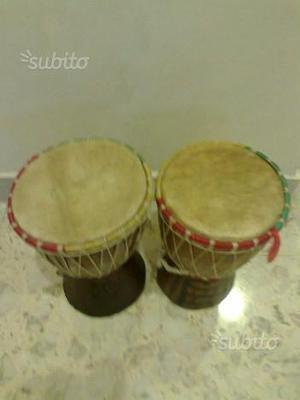 N. 2 bonghi djambè senegalesi in legno intarsiato
