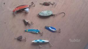 8 cucchiaini e artificiali da pesca