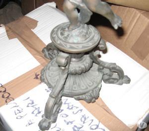 Candelabro in ferro battuto con putto in bronzo