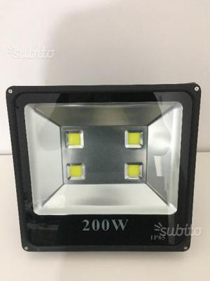 Faro proiettore slim 200w luce fredda per esterno
