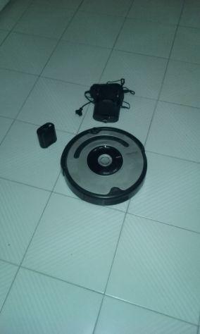 Robot Roomba aspirapolvere