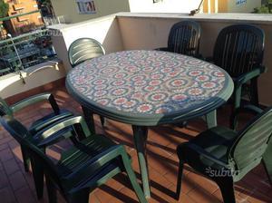 Set tavolo e sedie da esterno
