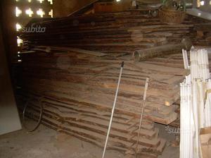 Catasta di legno di noce stagionato