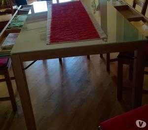 tavolo con vetro temprato con quattro sedie ottime condizion