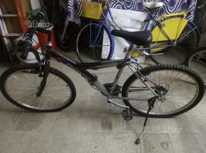 Montain bike usata poco
