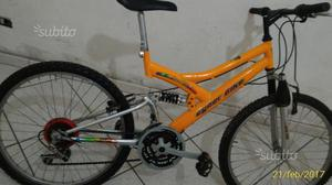 Mountain bike biammortizzata arancione KTM