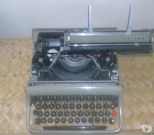 Olivetti lettera 22 con custodia in legno