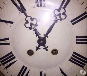Antico orologio a muro occhio di bue