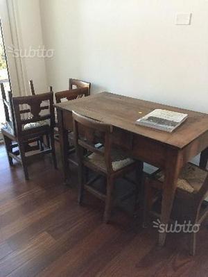 Tavolo antico con sei sedie antiche
