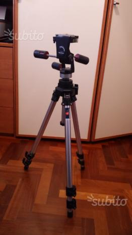 Cavalletto manfrotto 055