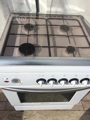Cucina a gas tecnogas con valvole sicurezza posot class - Aerazione cucina gas metano ...