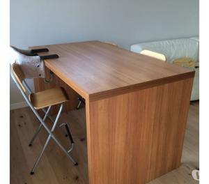 Sgabelli e tavolo penisola in legno ikea posot class for Tavolo alto usato