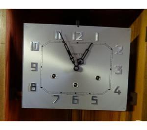 Antico orologio a pendolo da parete. Suoneria Westminster
