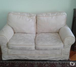 vendesi coppia di divani classici