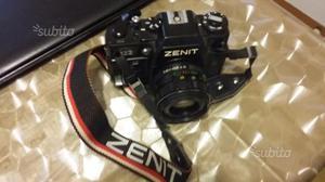 Macchina fotografica Zenit 122 con accessori