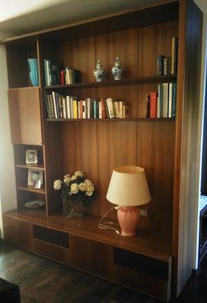 Libreria soggiorno in legno noce fissata al  Posot Class