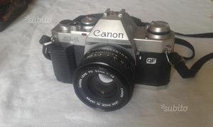 Tre macchine fotografiche e un cavalletto