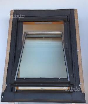 Finestra per tetto estfeller posot class for Finestra da tetto