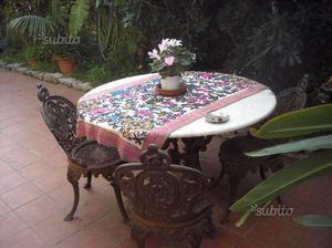 Mondello,tavolo rotondo con 4 sedia tutto in ghisa