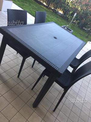Tavolo con 4 sedie da esterno