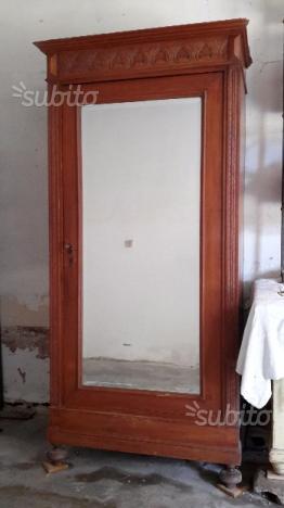 Armadio antico con specchio stile vecchio piemonte