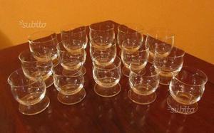 Bicchieri in cristallo e tazze in porcellana